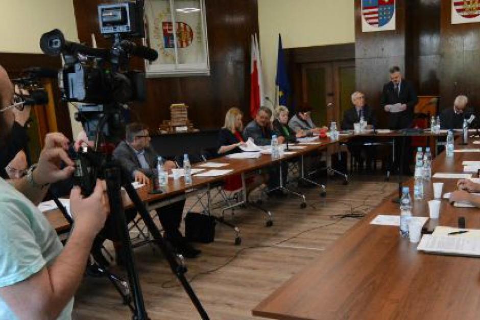 Zarząd powiatu opatowskiego będzie pracował w składzie czteroosobowym. Starosta został zawieszony