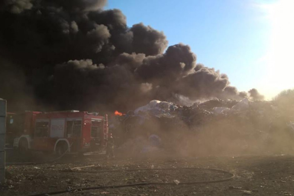 Do trzeciego już pożaru na terenie siemianowickiego zakładu doszło w środę (18.04) (fot. Facebook/Rafał Piech)