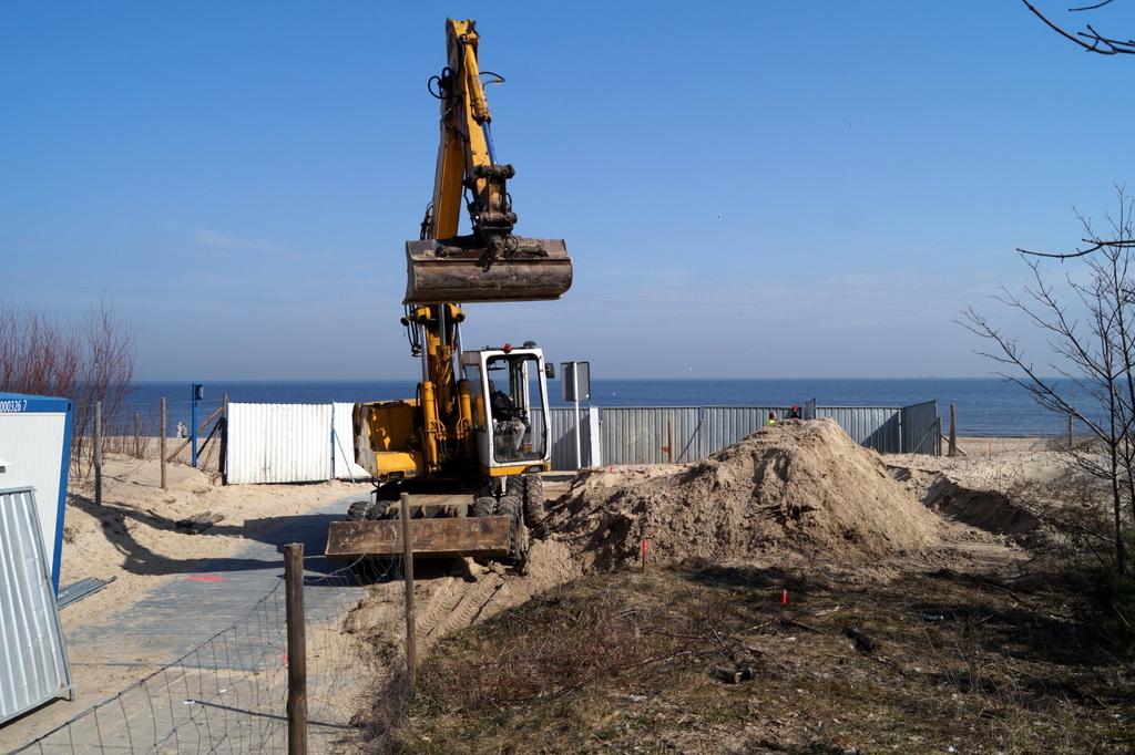 27 marca ruszyły prace związane z budową toalet w pasie nadmorskim.  (Fot. drmg.gdansk.pl)
