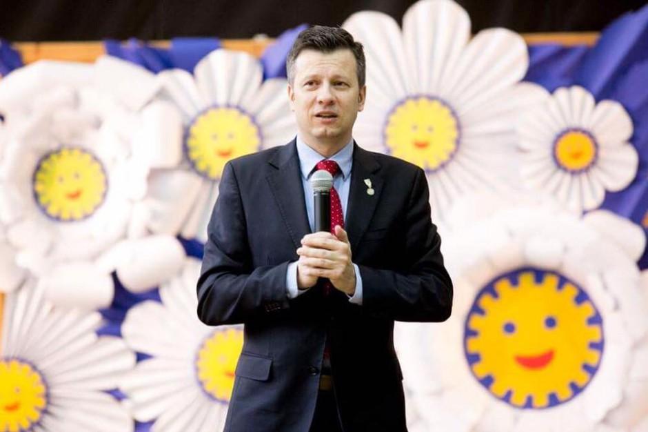 Wielowieś: Uczniowie wręczyli Rzecznikowi Praw Dziecka tytuł Ambasadora Mediacji