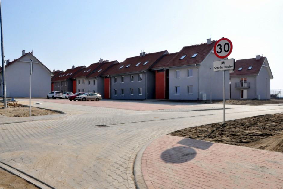 Mieszkanie Plus w wielkopolskim Siedleminie. Lokatorzy odbierają klucze