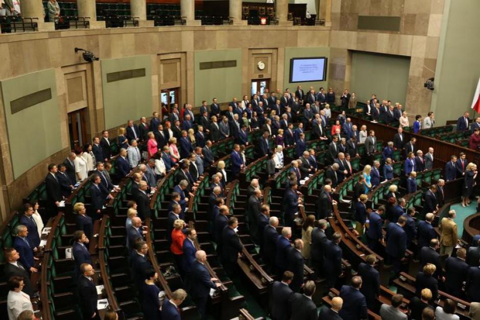 Komisja Regulaminowa popiera projekt obniżający uposażenie posłom