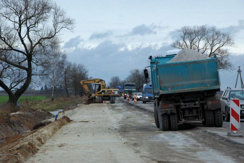 Marszałkowskie służby drogowe rozpoczynają kolejne inwestycje na wojewódzkich trasach