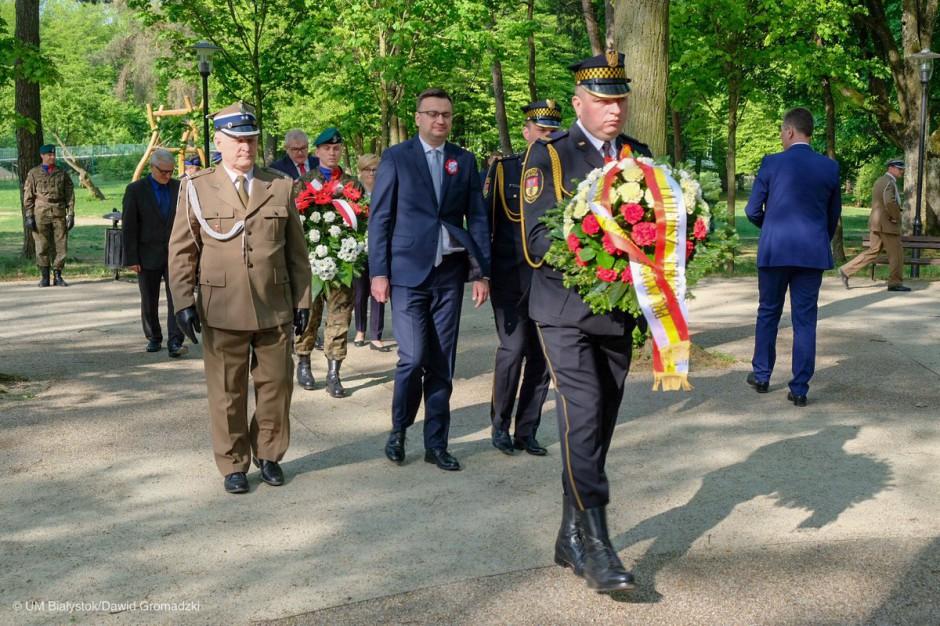 Święto Konstytucji 3 Maja w Białymstoku. Modlitwy za ojczyznę, kwiaty, festyn