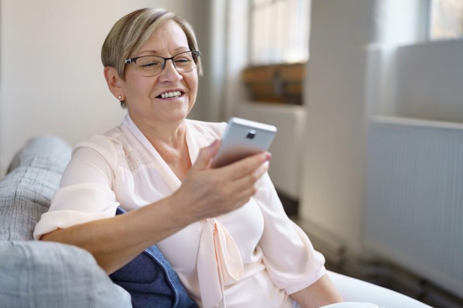 Seniorzy z gigantycznym długiem za telefon. Kwota sięga milionów złotych