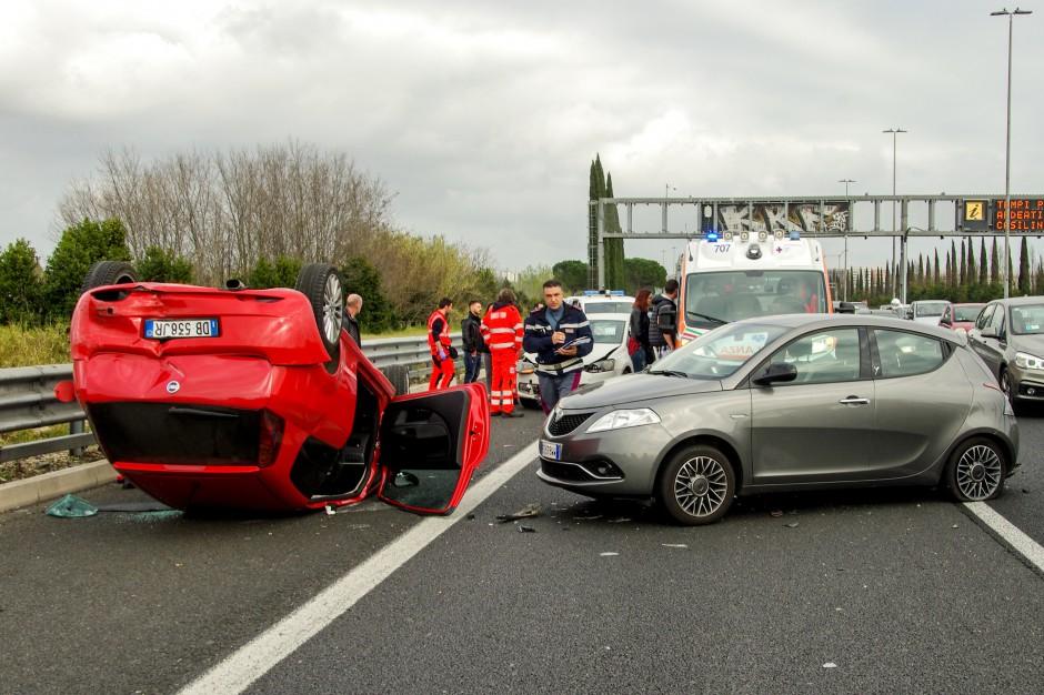 Wypadki na drogach: W weekend majowy zginęły 72 osoby, a ponad tysiąc zostało rannych