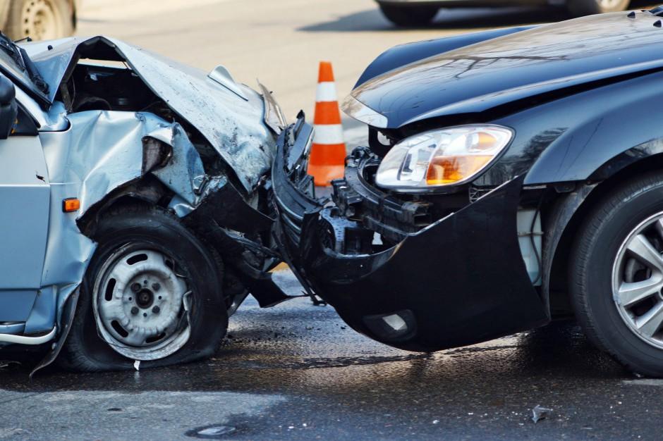 W Mazowieckiem zderzyły się trzy samochody, trasa A2 częściowo zablokowana