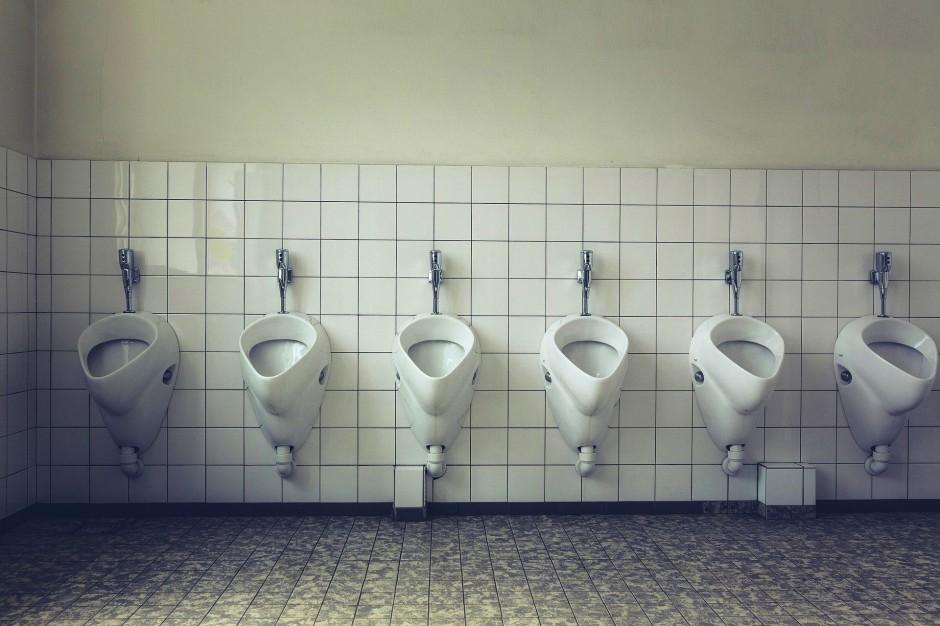 Problem z toaletami w szkołach. Są brudne i kiepsko wyposażone
