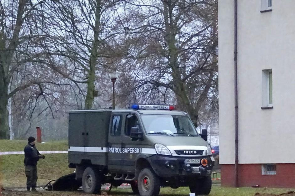 Ewakuacja Urzędu Miejskiego w Błaszkach po znalezieniu pocisków
