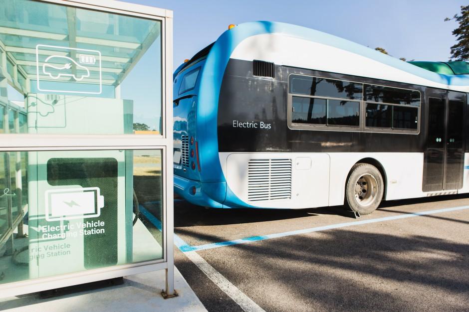Stacje ładowania pojazdów elektrycznych nowym wyzwaniem gmin i spółek komunalnych?