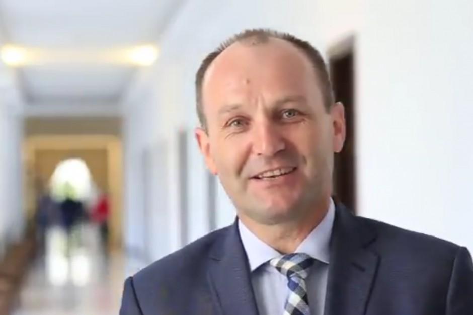 Marek Sowa krytykuje obniżenie pensji w samorządzie