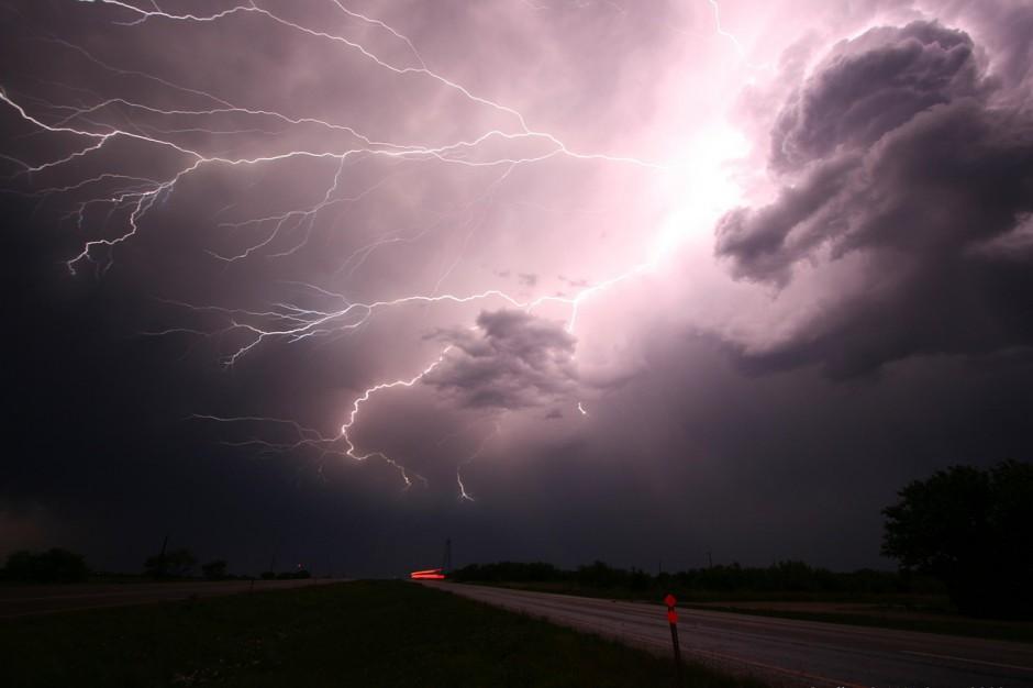 IMiGW: Ostrzeżenie dla województw. Burze, wiatr i ulewy