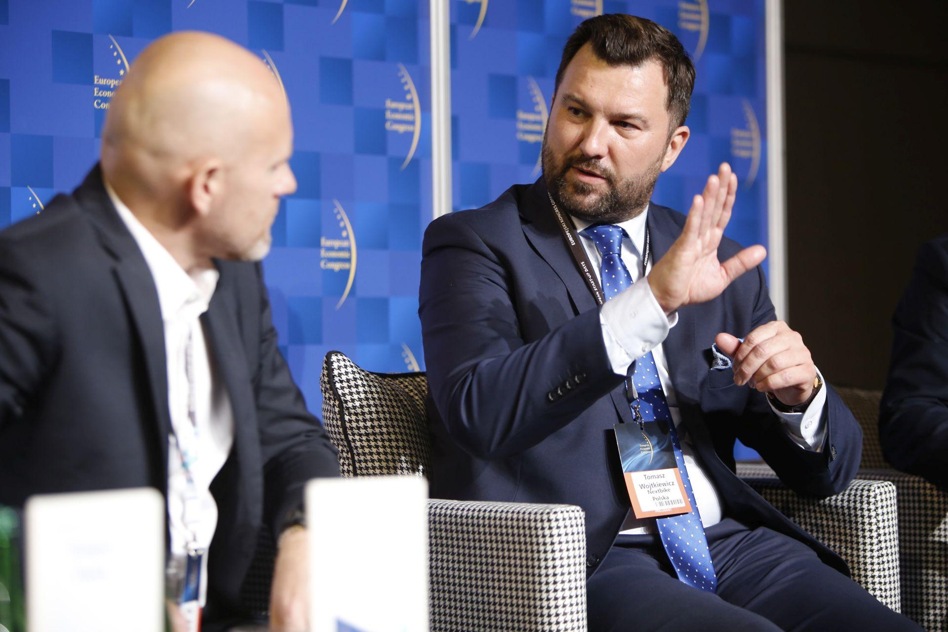 Od prawej: Tomasz Wojtkiewicz, prezes zarządu, Nextbike Polska i Maciej Panek, prezes PANEK CarSharing. Fot. PTWP