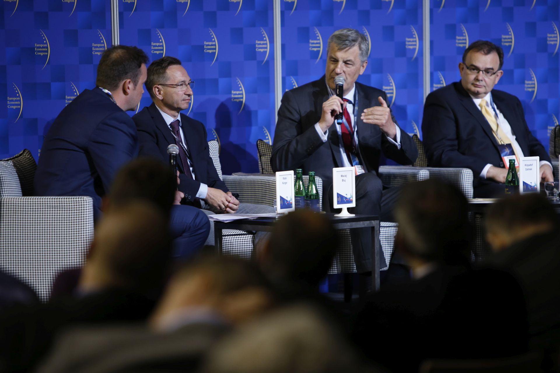 W dyskusji o transporcie udział wzięli m.in. Maciej Bluj, wiceprezydent Wrocławia