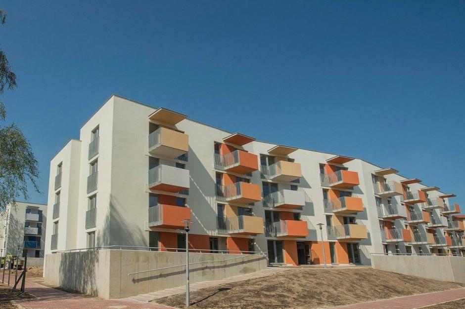 Mieszkanie plus: W Białej Podlaskiej przekazanie kluczy do mieszkań z udziałem premiera Morawieckiego