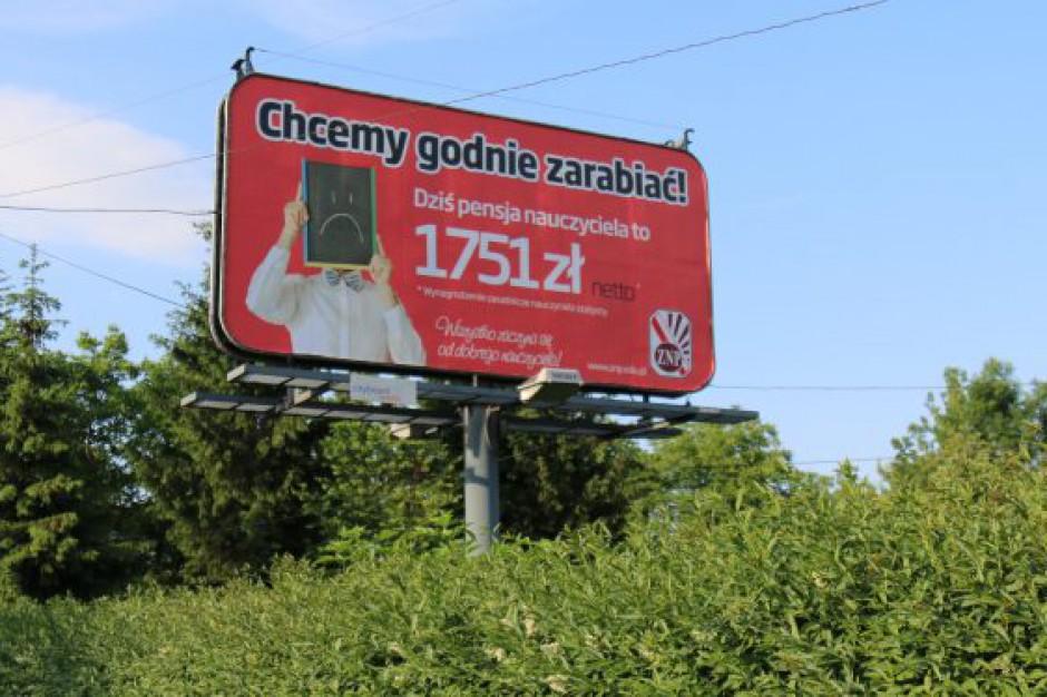 ZNP: Przeciętny pracownik w Polsce dostał 338 zł podwyżki, nauczyciel - jedynie 20 zł