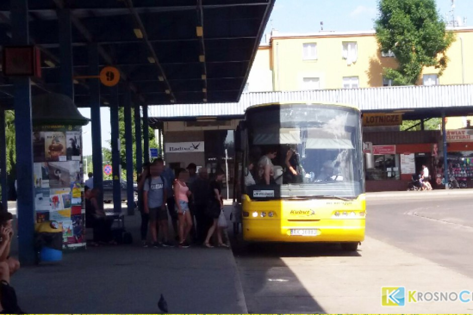 """Krosno: Dworzec autobusowy z problemami. Zarządca kontra """"busiarze"""""""