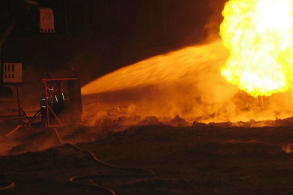 Zgierz. Strażacy zakończyli akcję gaśniczą składowiska odpadów