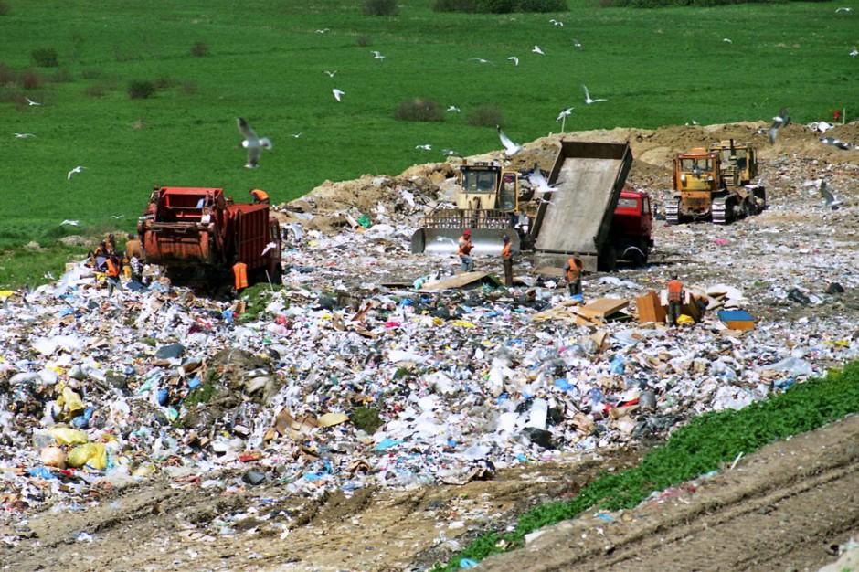 """Pożary składowisk odpadów. Zaostrzenie kar nic nie da? """"Potrzebne zmiany systemowe"""""""