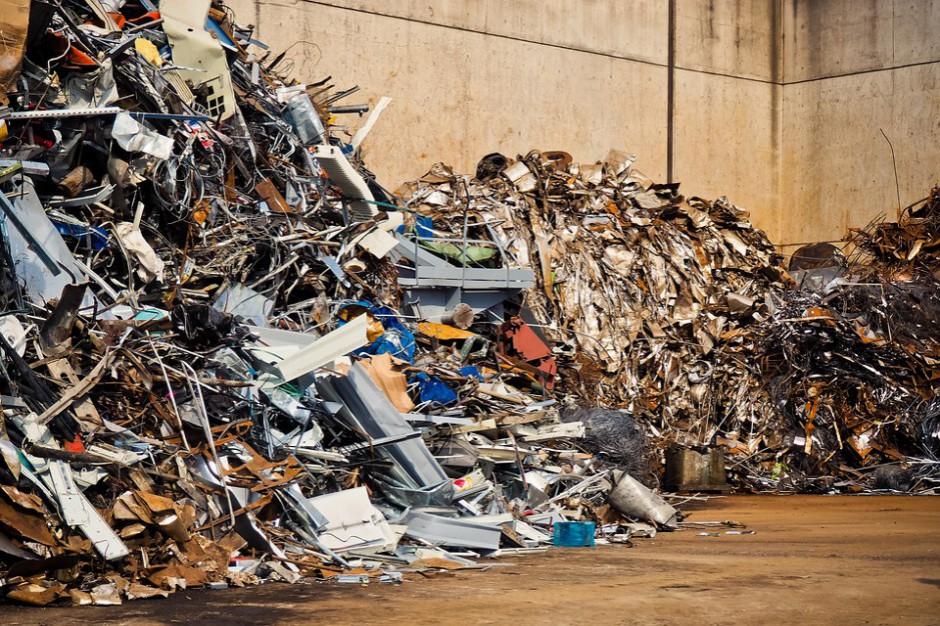Studzianki: Pożar na składowisku śmieci