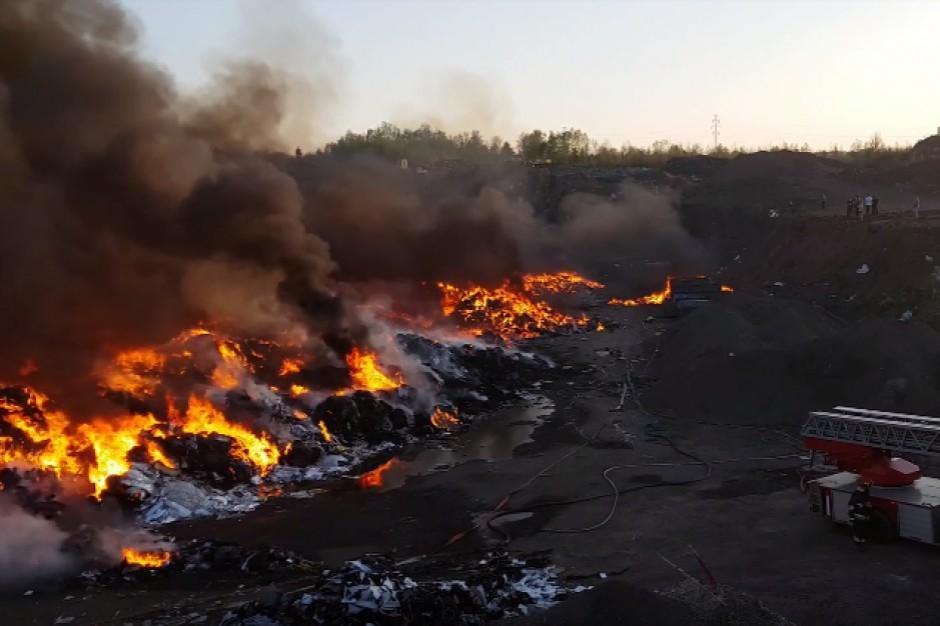 Zakończyła się akcja gaszenia pożaru składowiska odpadów w Studziankach