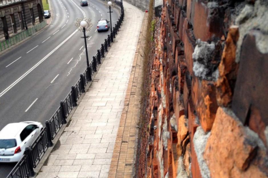 Niebawem ruszy remont ceglanego muru zamkowego w Bielsku-Białej
