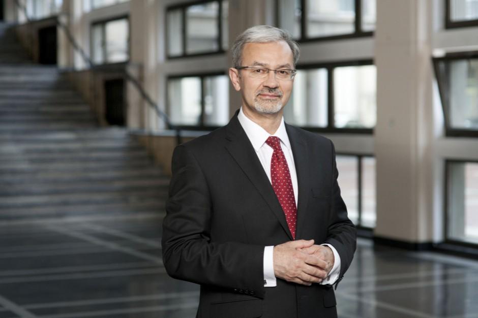 Minister wrzuca kamyczek do ogródka marszałków