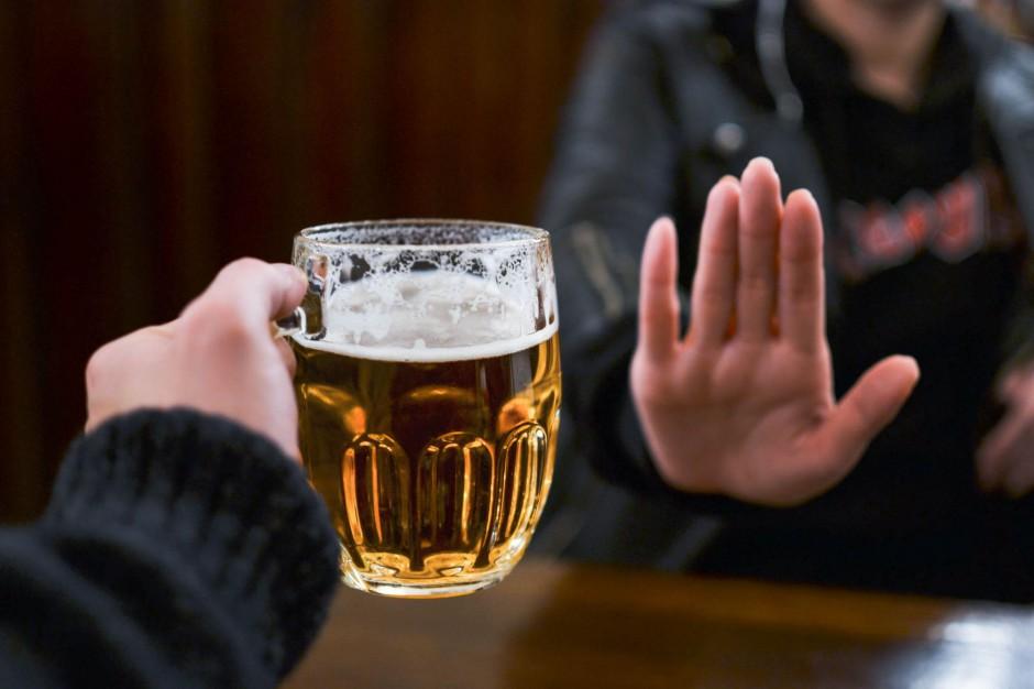 Nocna prohibicja i festyny czyli gminne sposoby na przeciwdziałanie alkoholizmowi