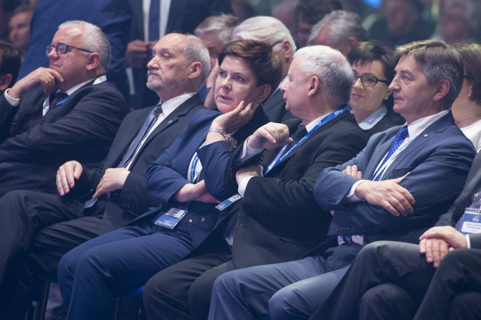 W weekend politycy PiS odwiedzą 12 województw
