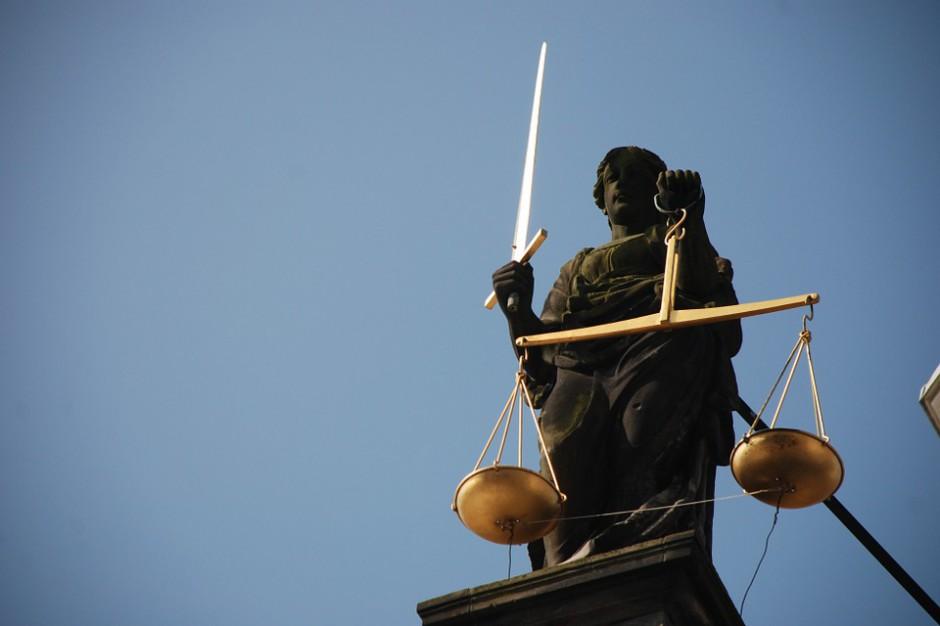 Komisja weryfikacyjna zawnioskowała o wyłączenie sędziów. WSA odroczył rozprawy