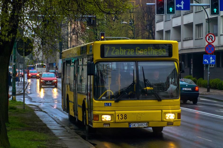"""Jak miasta mogą zaoszczędzić na transporcie? Więcej prywatnych firm, """"czyste"""" autobusy"""