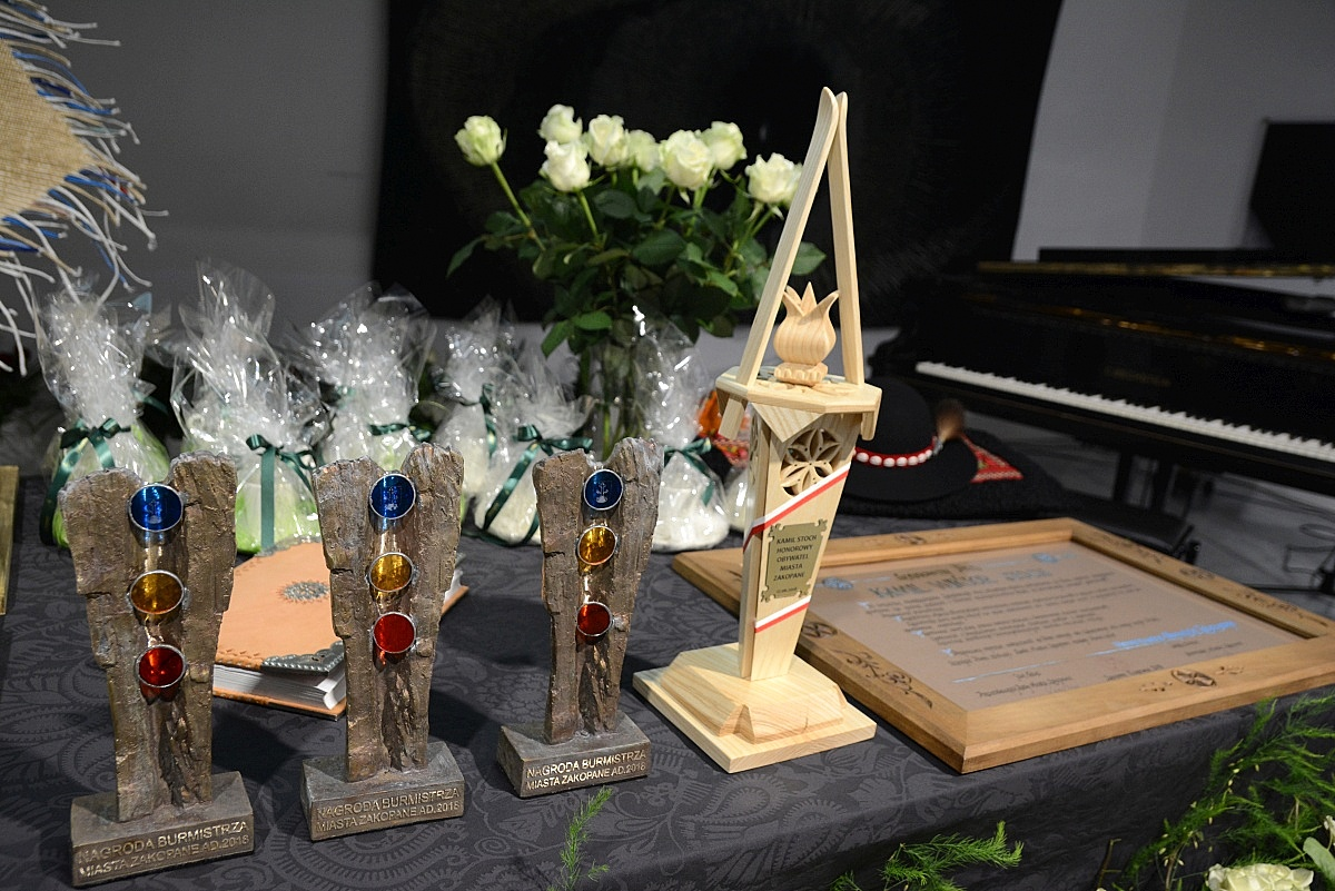 Honorowe statuetki (fot.: Anna Karpiel-Semberecka/UM Zakopane)