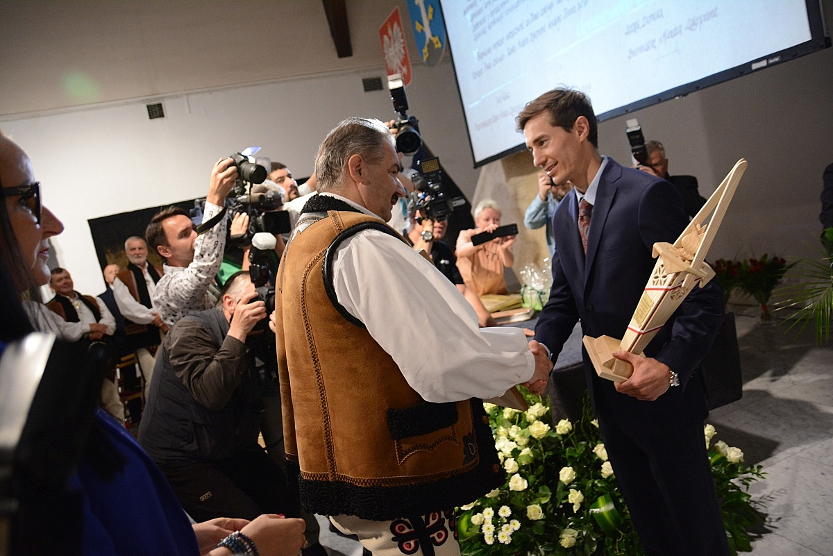 Honorowe obywatelstwo Zakopanego dla Kamila Stocha (fot.: Anna Karpiel-Semberecka/UM Zakopane)