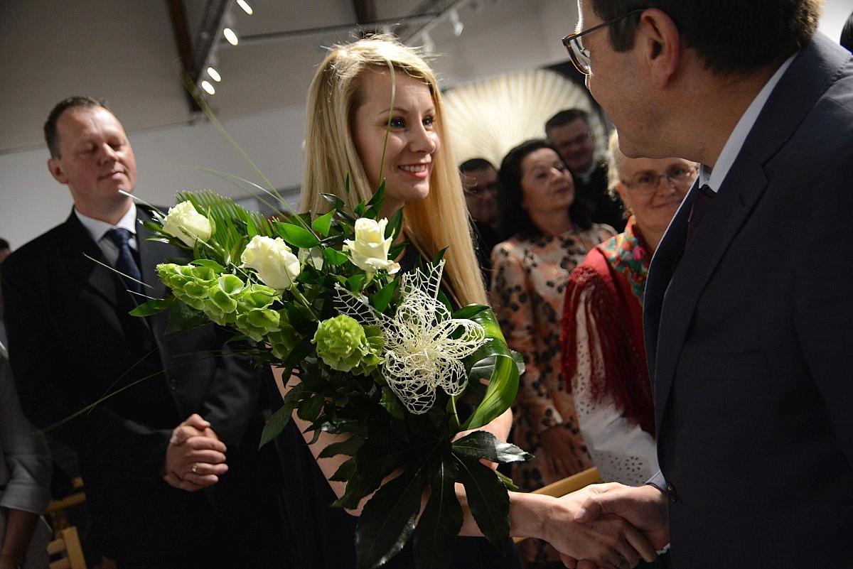 Kwiaty dla Ewy Bilan-Stoch (fot.: Anna Karpiel-Semberecka/UM Zakopane)
