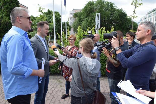 Podczas środowej (13 czerwca) konferencji prasowej Bezpartyjni Samorządowcy przytaczali dane świadczące o