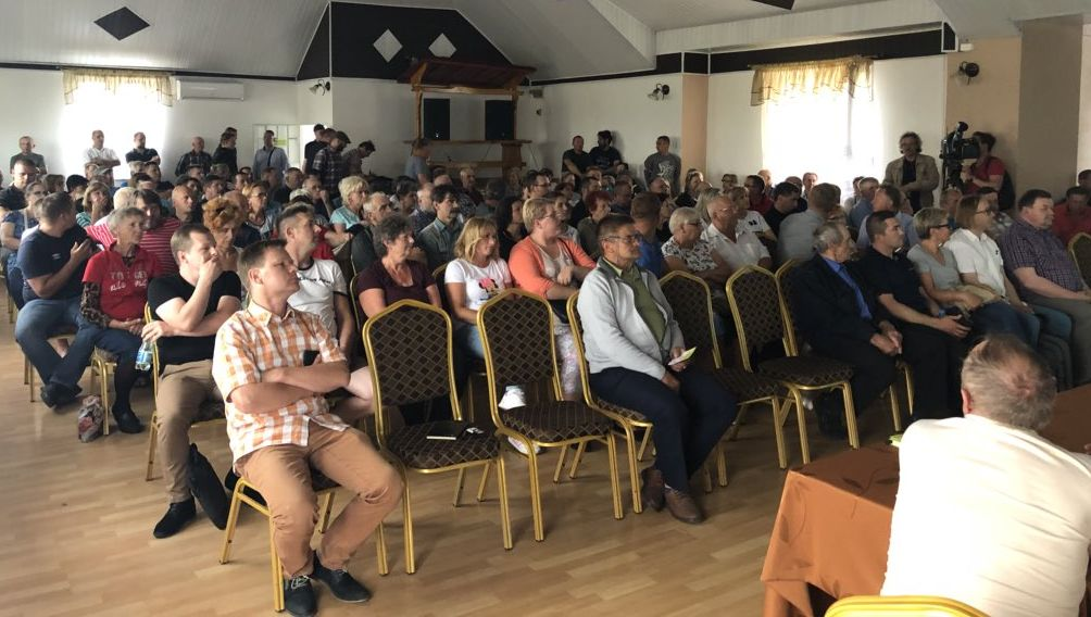 Spotkanie mieszkańców gminy z przedstawicielami stowarzyszenia Zanim Powstanie Lotnisko (fot.bad)