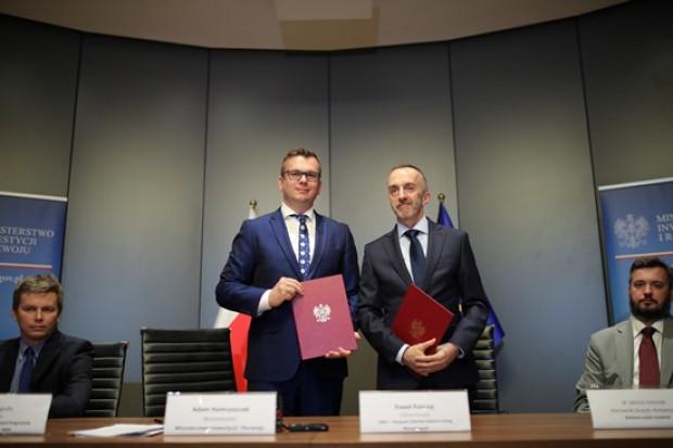 Wiceminister inwestycji i rozwoju Adam Hamryszczak i Paweł Panczyj - Chief Development Officer ABSL (fot.mir.gov.pl)
