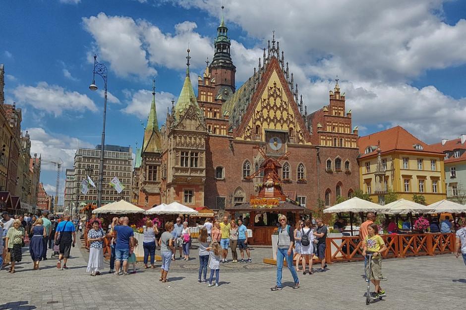 Przybywa zagranicznych turystów w Polsce. Kusi ich Kraków, Gdańsk czy Wrocław