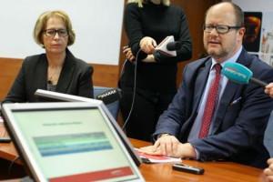 Adamowicz zaprasza Wałęsę do rozmowy. Ten go wzywa do wycofania się