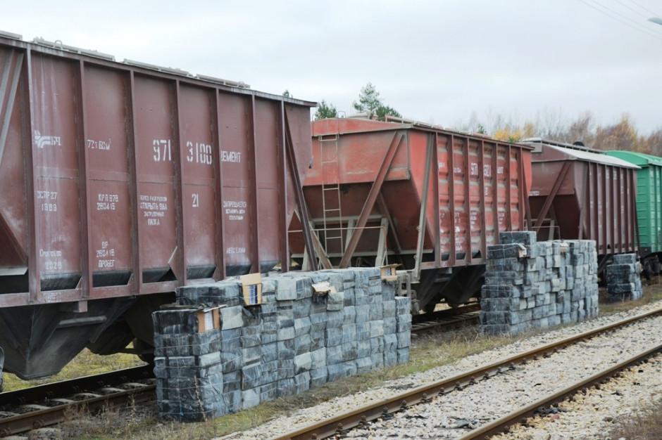 Przemyt 150 tys. paczek papierosów na przejściu kolejowym w Siemianówce