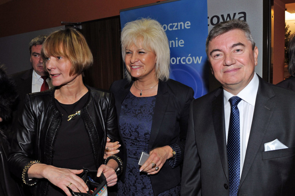 Burmistrz Lędzin będzie zarabiała o 5,5 tys. zł mniej! Radni obcięli jej pensję o 55 proc.