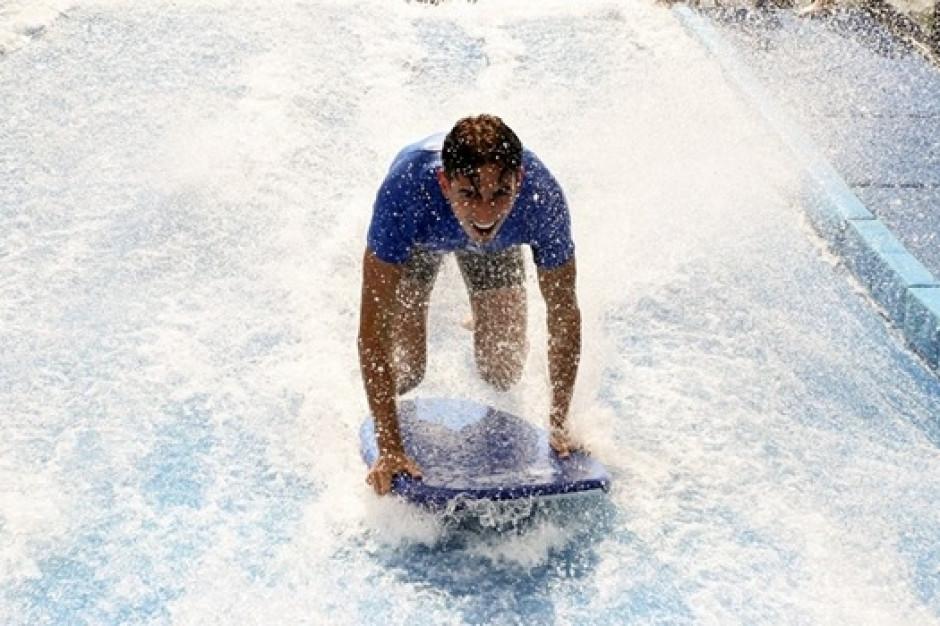 Symulator surfingu nową atrakcją wrocławskiego Aquaparku