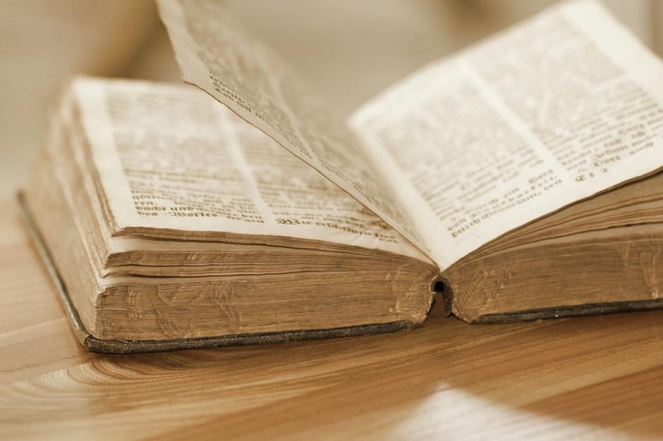 Kujawsko-Pomorskie: Policjanci odzyskali 15 książek ze strat wojennych