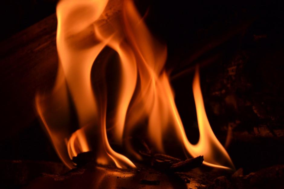 Łódzkie: pożar na wysypisku śmieci w Pukininie