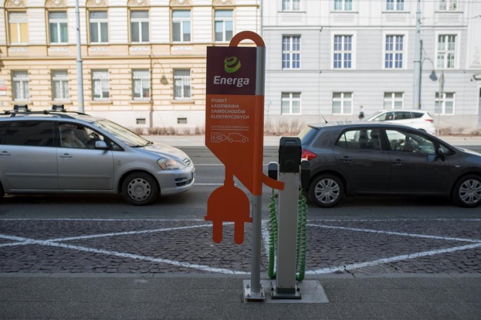 W Gdańsku już 200 aut elektrycznych. Magistrat rozdaje specjalne naklejki, nie wiadomo tylko, po co