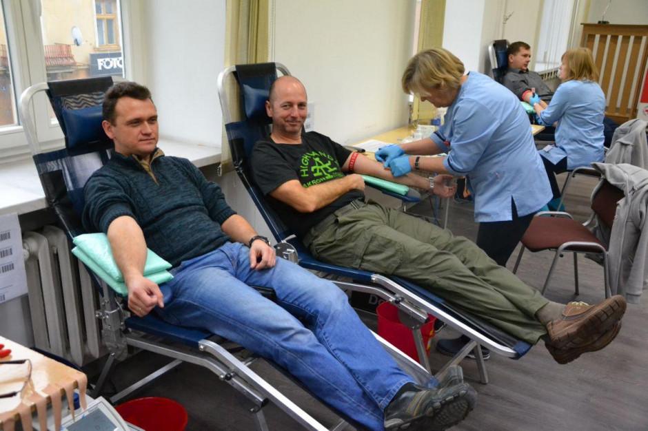 Centra krwiodawstwa apelują o oddawanie krwi. Szpitale przesuwają operacje