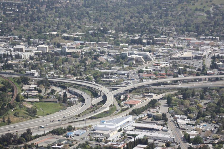 Rozszerzanie miast rodzi wiele problemów. Samorządy pytają: Jak mamy współpracować?