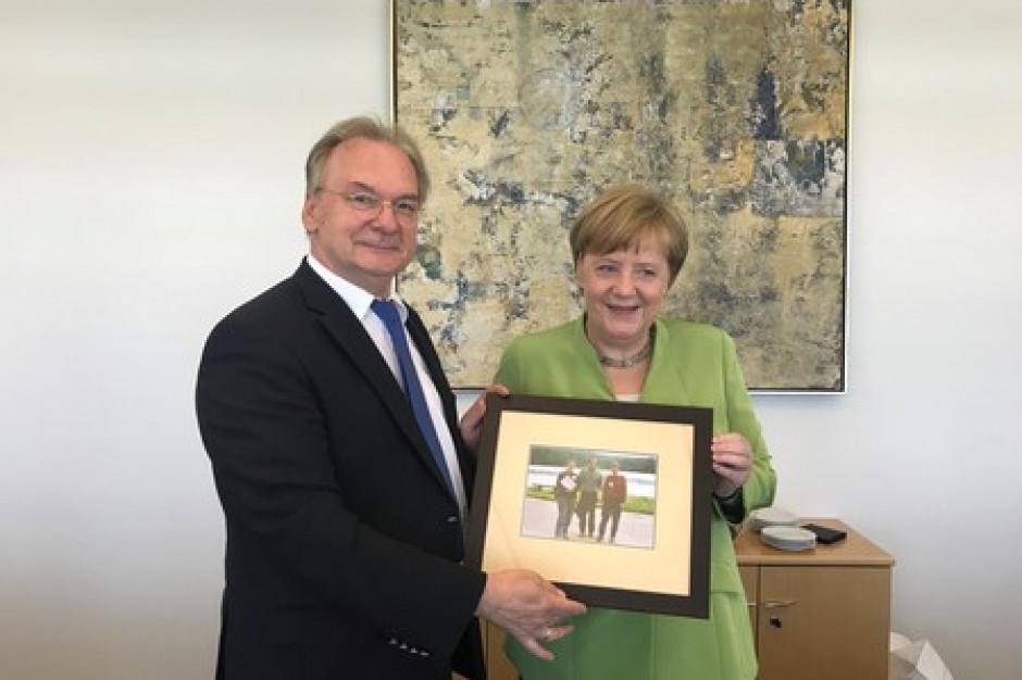 Angela Merkel dostała prezent od polskiego marszałka