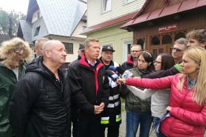 Strażacy i mieszkańcy walczą z wodą. Małopolskie wsie odcięte od świata