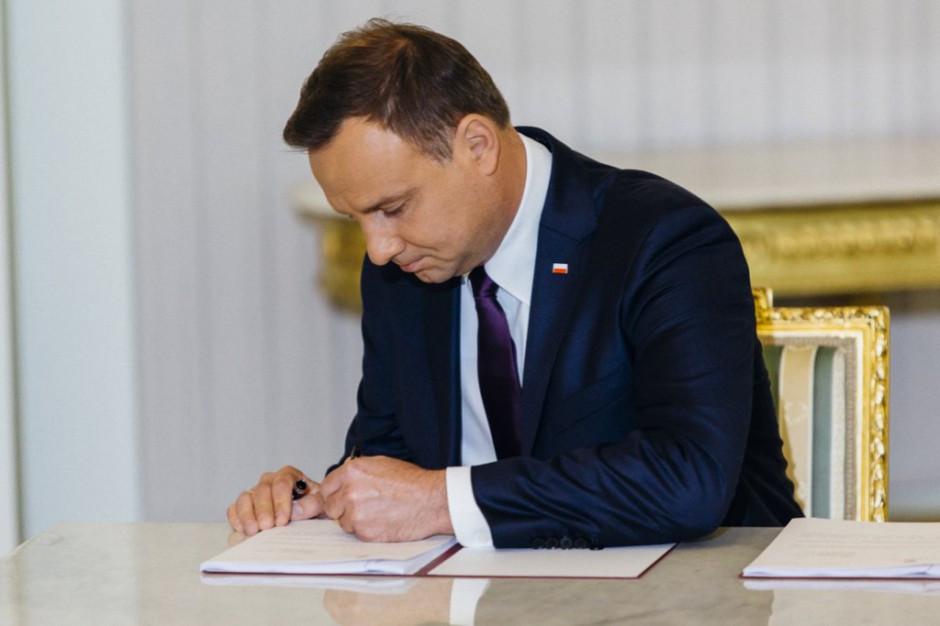 Ustawa ws. zadłużonej gminy Ostrowice z podpisem prezydenta